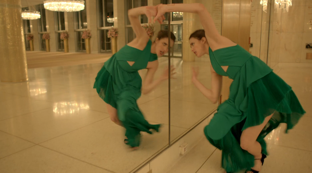 CHOREOGRAFISCHE PERFEKTION – SPIKE JONZE & MARGARET QUALLEY FÜR KENZO WORLD