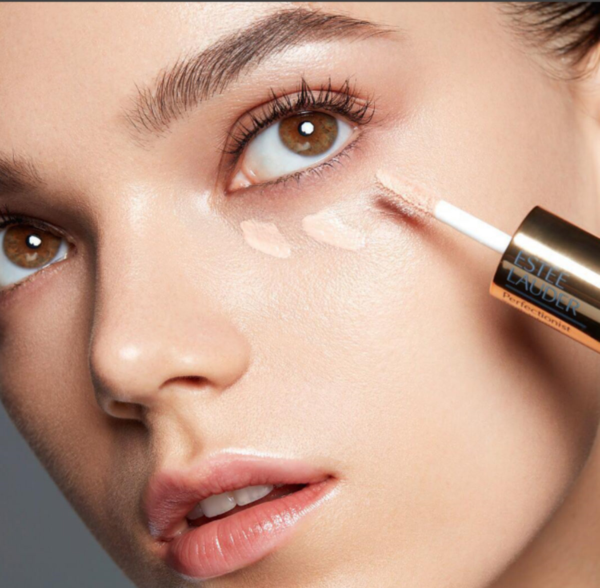 ESTÉE LAUDER BEAUTY TOOL NEW NEWS MAKE UP VIRTUAL REALITY
