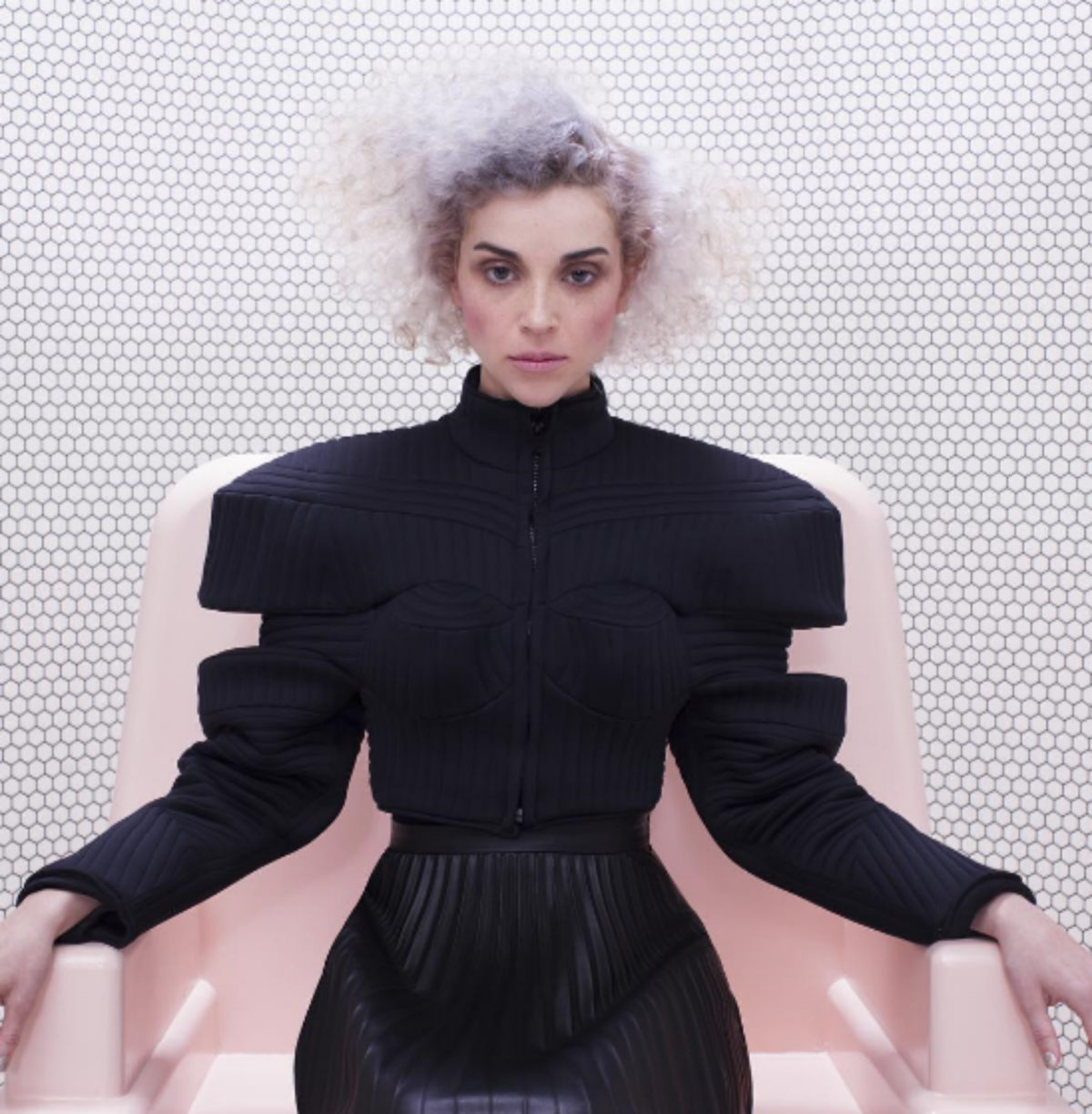 FOLLOWING A 2-YEAR SILENCE, ST VINCENT DEBUTS NEW TRACK